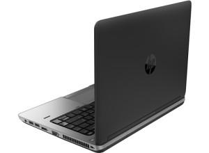 HP ProBook 640 to bardzo stylowy laptop biznesowy o klasyczny wykończeniu. Każdy komputer z tej serii wyglądają praktycznie identycznie, także trudno pomylić je z jakimkolwiek innym modelem